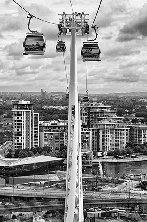 Flying-Emirates-Air-Line
