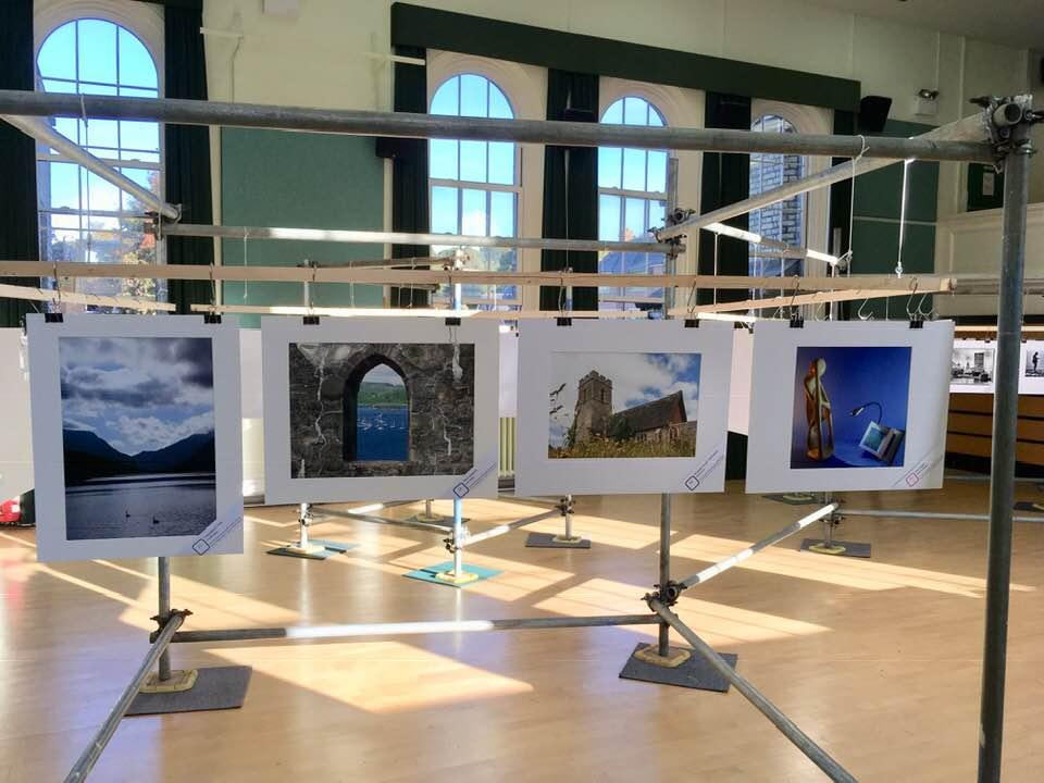Phil-Gravet-Quiet-moment-at-the-exhibition-2018